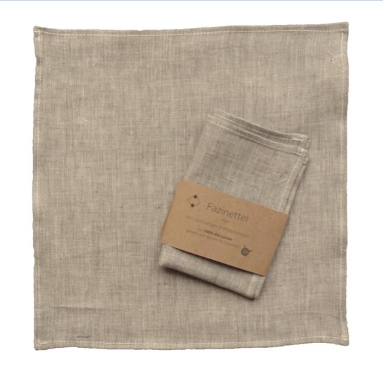 zwei braune Stofftaschentücher aus Bio Leinen, übereinander gelegt