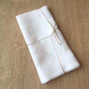 weiße Stoffserviette aus Bio Leinen
