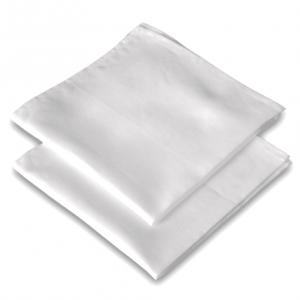 zwei weiße Fazinettel Stofftaschentücher aus Bio Baumwolle, gefaltet