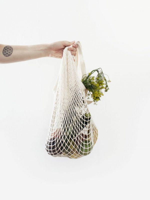 Zero Waste Veranschaulichung mit Gemüsenetzbeutel