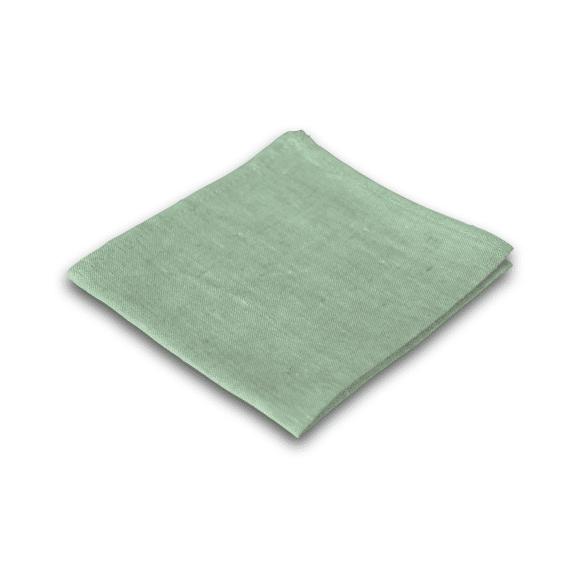 olivgrünes zusammengefaltetes Stofftaschentuch auf weißem Hintergrund