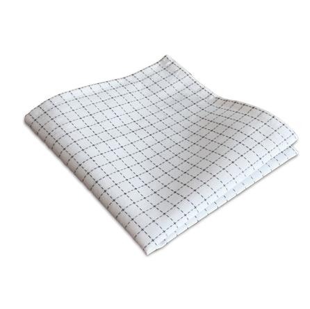 fein blau kariertes Stofftaschentuch aus Bio Baumwolle, gefaltet